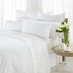 China Supply Bedding Set Luxury Hotel Plain White Duvetcover Sets pictures & photos