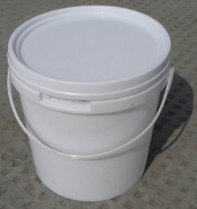 China 2L Plastic Paint Bucket with Lid and Handle China Plastic