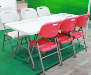 Six Feet Plastic HDPE Folding Picnic Table pictures & photos