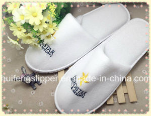 The Latest Style of 5 Star Hotel Slippers Made Inchina