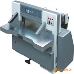 Program Control Single Hydraulic Single Worm Wheel Paper Cutting Machine (QZK920CD-8) pictures & photos