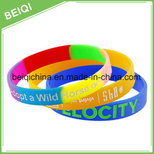 Customized Logo Personalised Gift Silicone Bracelets pictures & photos