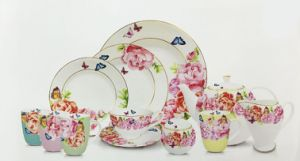 Porcelain Dinner Set with Rose Design pictures & photos