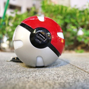 2016 New Hot Pokemon Go Game Pokeball Power Bank 10000mAh pictures & photos