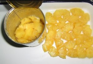 Pineapple Chunks Canned Pineapple in Light Syrup pictures & photos