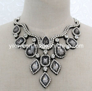 Lady Fashion Grey Beaded Glass Crystal Pendant Collar Necklace (JE0200) pictures & photos