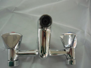 Dual Handle Economic Bathroom Faucet (BM57703) pictures & photos