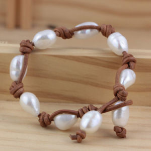 Freshwater Baroque Cultured Pearl with Leather Bracelet pictures & photos