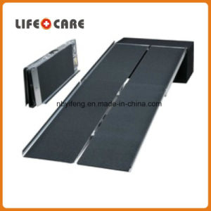 Anti Slip 4 Fold Aluminum Ramp for Wheelchair pictures & photos