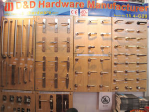 Ss 304 En1906 Popular Type Door Handle for Wooden Door pictures & photos