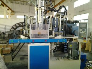 Vertical Injection Machine for PVC Shoe Soles pictures & photos