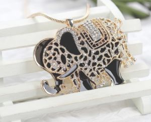 2013 Crystal Rhinestone Elephant Necklace, Fashion Jewelry (MOS-NA02428)