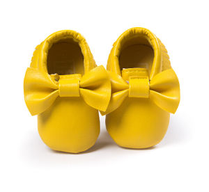 Soft Bottom Fashion Tassels Moccasin Newborn Baby Shoes Prewalkers (AKBS7) pictures & photos