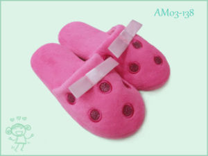 Cute Warm Soft Children′s Slippers in Winter pictures & photos