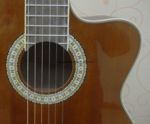 39′′ Middle-Range Cutaway Classic Guitar pictures & photos