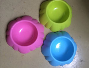 New Fashion Durable Plastic Dog Pet Bowl with Paw Print for Sale pictures & photos