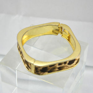Fashion Gold Alloy Bracelet with Leopard Print (BL013)