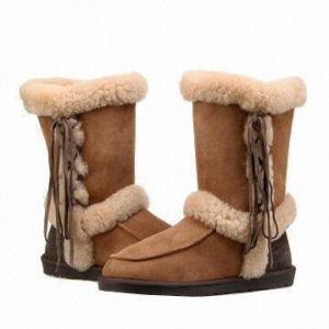 Fashion Women′s Winter Boots Sheepskin Shoes with Lace in Chestnut pictures & photos
