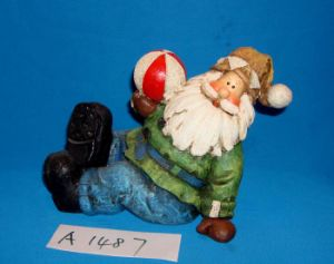 Christmas Decoration Resin Santa Playing Ball pictures & photos