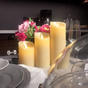 Ivory Swing Pillar Flameless LED Candle with Remote and Timer pictures & photos
