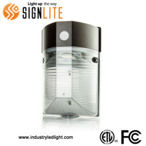 Outdoor Wall Ficture 24W Waterproof LED Mini Wallpack Light IP65 pictures & photos