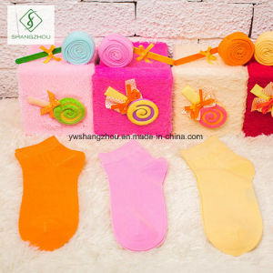 2017 New Design Cotton Doughnuts Socks 4 Pairs of Gift Box pictures & photos
