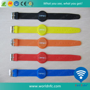 Factory Price Customized Silicone Waterproof RFID Rubber Wristband pictures & photos