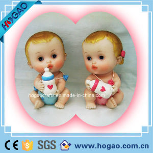 Polyresin Baby Figurine with Feeding Bottle (HGB006) pictures & photos