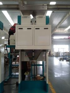 Dried Hawthorn Weighing Bagging Machine with Conveyor Belt pictures & photos