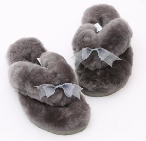 0df9328fa China 100% Real Sheepskin Fur Home Bedroom Slippers for Women and ...