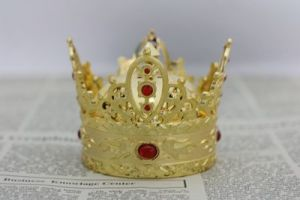 Golden Glorious Crown Perfume Car Decoration pictures & photos