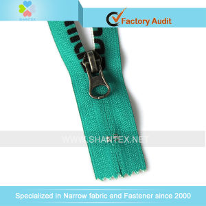 No. 5 Nylon Zipper Close End Reverse Slider. pictures & photos