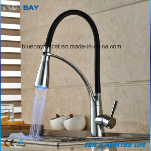 2016 New Design Single Handle LED Kitchen Sink Faucet with Pull out Swivel Sprayer pictures & photos