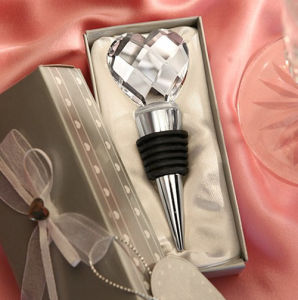 Fashionable Wedding Gift Crystal Heart-Shaped Bottle Wine Stoppers pictures & photos