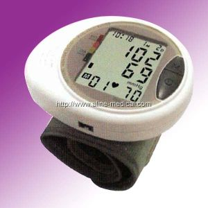CE/ISO Wrist Type Digital Automatic Blood Pressure Monitor (MA129) pictures & photos
