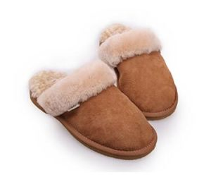 Fashion Sheepskin Men Slipper Home Shoes in Chestnut pictures & photos