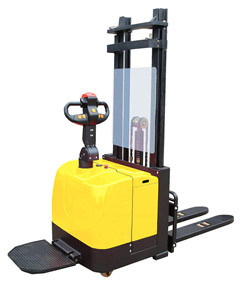 1.5 Ton Electric Stacker with 3 Stages Mast pictures & photos