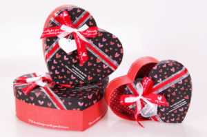 China Hot Sale Heart Chocolate Box Gift Box Packing Box With