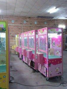 Coin Pusher Toy Crane Machine / Claw Arcade Machine pictures & photos