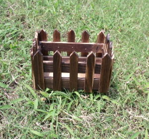 China Antique Wooden Flower Pot Fense Shape For Garding And Planting