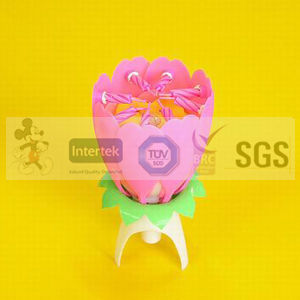 SGS Approved Opening Flower Candle pictures & photos