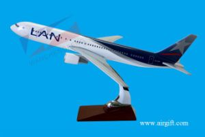 B767 LAN Plane Model pictures & photos