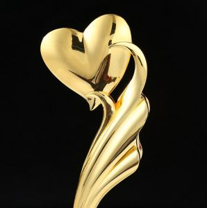 Hot Sales China Crystal Trophies Heart-Shape Trophy pictures & photos