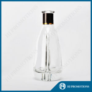 700ml Classic Glass Liquor Bottle (HJ-GYTN-C05) pictures & photos