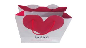 High Quality with Red Color Heart Package Paper Bag