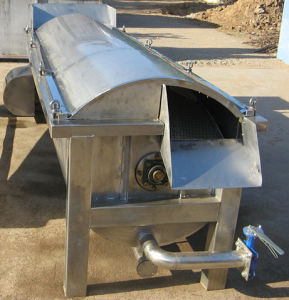 Spiral Burning/Scalding Chicken Toes/Claws Machine for Slaughtering pictures & photos