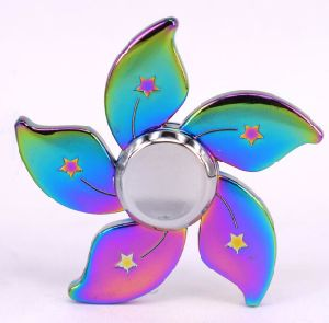 Latest Modeling Tri Fidget Hand Spinner Triangle Torqbar Aluminum Alloy Puzzle Finger Toy EDC Focus Fidget Spinner pictures & photos