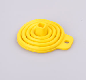 Easy Carry Eco-Friendly Folding Silicone Funnel pictures & photos