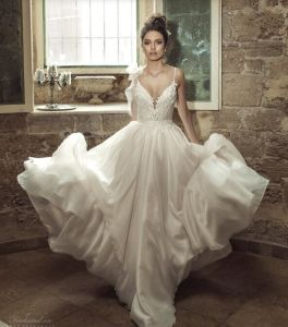 Sleeveless Bridal Gowns A-Line Chiffon Lace Beach Garden Wedding Dress Lb18713 pictures & photos
