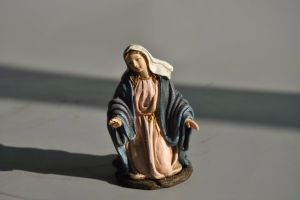 Hand Carved Custom Resin Religious Statues for Home Deco pictures & photos
